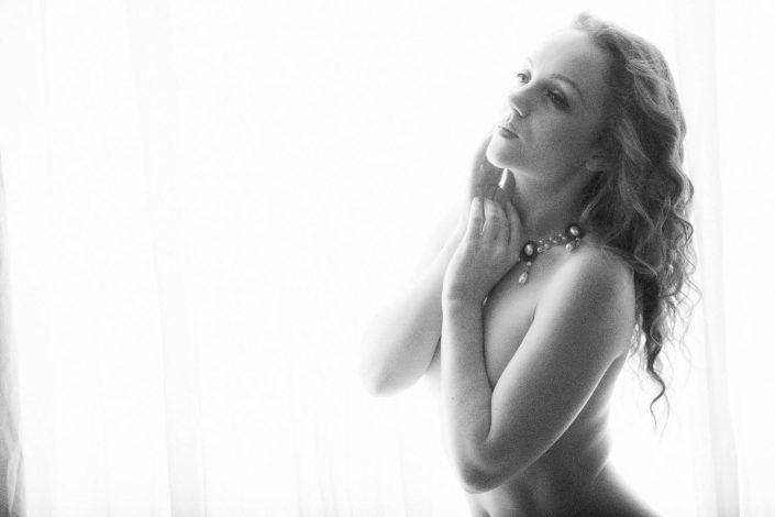 Boudoir photography nude in window alylesbury studio