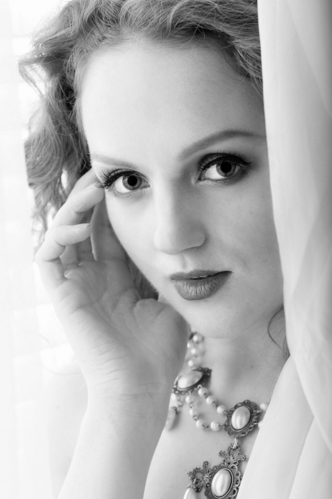 Glamour portrait photo by window light